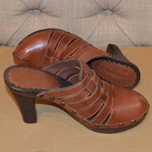 "Kenneth Cole NY 8.5M Brown Clog Heels ""Wood Luck"""